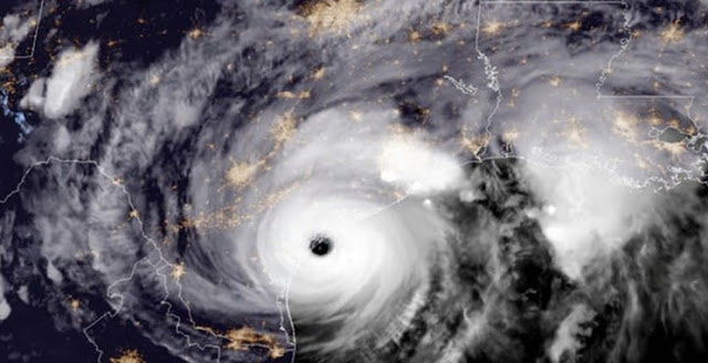 إعصار هارفي يتسبب بمقتل شخص ويخلف دمارا وفيضانات في ولاية تكساس الأمريكية