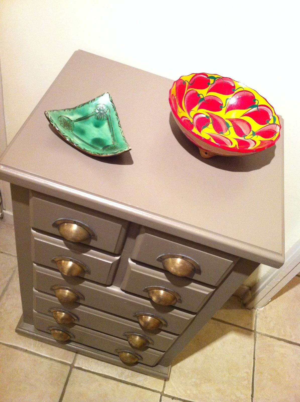 chez pat 39 diy repeindre un meuble en bois. Black Bedroom Furniture Sets. Home Design Ideas