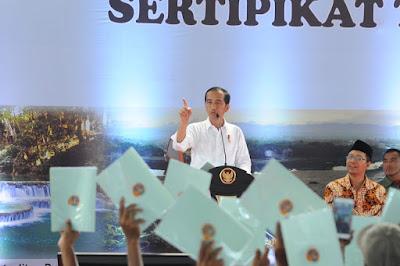 Presiden Jokowi Serahkan Sertifikat Tanah Di Kabupaten Sumbawa