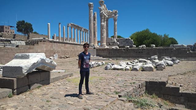 Harun İstenci Akropolis Antik Kenti Bergama İzmir'de...