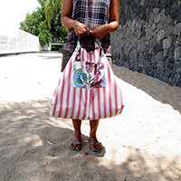 http://www.ohohdeco.com/2015/06/how-to-make-big-beach-bag.html