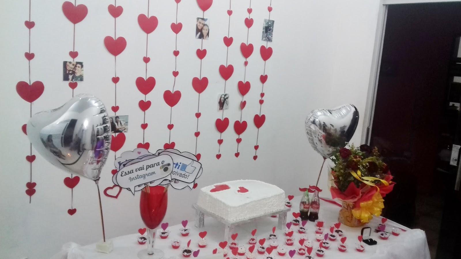 Noivado com menos de R$ 150,00 Decoraç u00e3o Garota 21 # Decoração De Mesa De Bolo De Noivado Simples