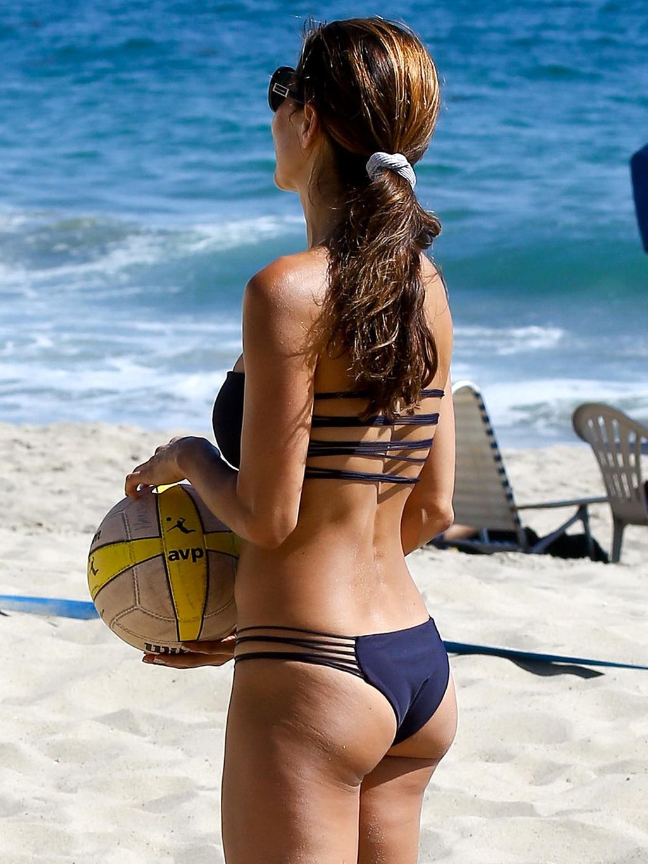 Girls butts in bikinis-1307
