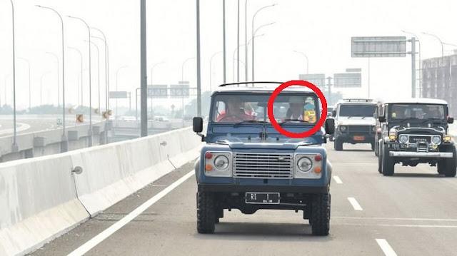 Presiden Jokowi Mencoba Ruas Jalan Tol dengan Mobil Jip