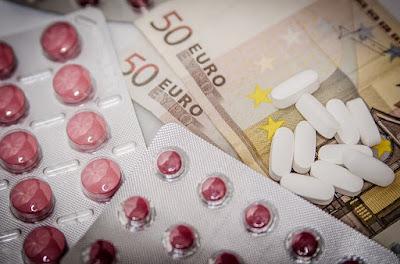 Medikamente und Geld