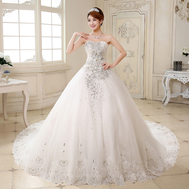 Dresswe Gorgeous Sweetheart Crystal Bowknot Chapel Train Wedding Dress