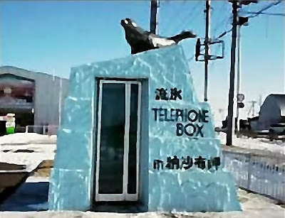 18 Creative and Unusual phone Booths (27) 13