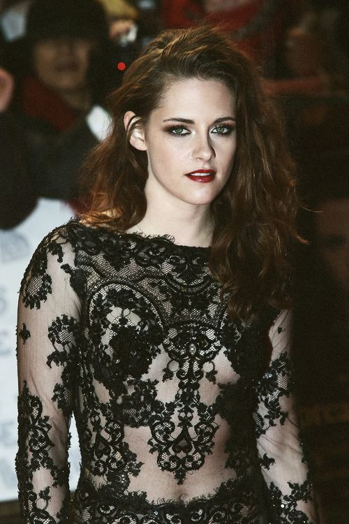 Kristen Stewart Looking Stunning in Black Dress