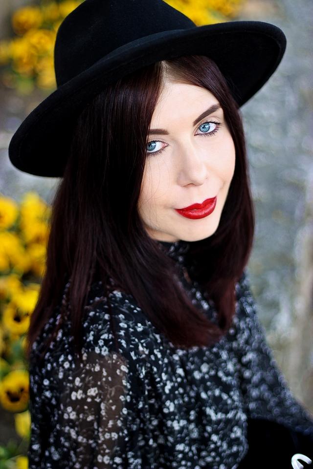 portret w kapeluszu