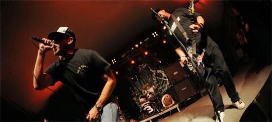 <center>Pennywise play live 'Devonshire and Crown' from the Tony Sly Tribute album</center>