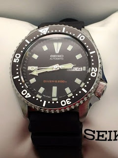 4d2fdfd022a CLICK ABOVE LINKS TO BUY ONLINE U.S.A. Seiko Men s SKX173 Stainless Steel  and Black Polyurethane Automatic Dive Watch List Price   425.00