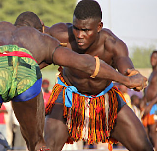During a time of intense fighting between clans living in Oma Mbala and Ikwuabo villages of Nigeria, the warring Igbo communities held the bravest fighter from Eze Okpo, Ezekwuabo, in high esteem.