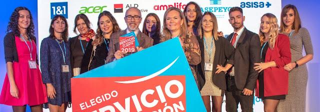 Entrega premio Servicio Atencion al Cliente a Fenie Energia