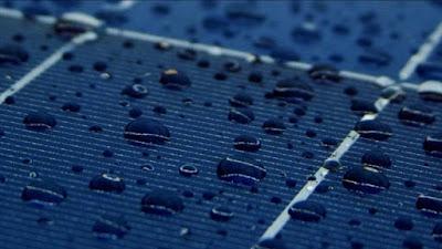 Gotas de agua sobre células fotovoltaicas.