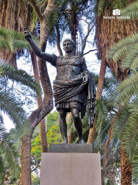 Close-up da Escultura Imperador César Otávio Augusto