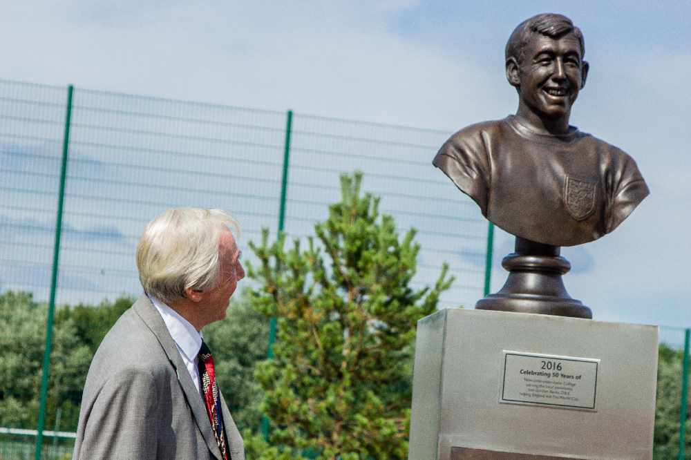 statua gordon banks newcastle-under-lyme