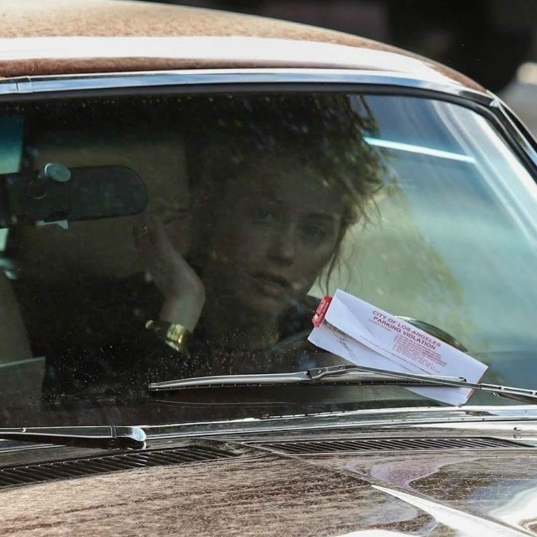 Amber Heard receives a parking violation in Los Feliz : ランチを食べてる間に駐禁を切られてしまった「アクアマン」の戦うヒロインのアンバー・ハード ! !