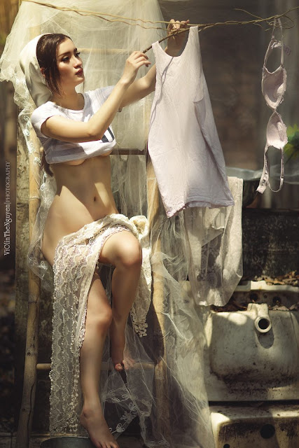 Hot girls Vietnamese girl nude washing clothes 3