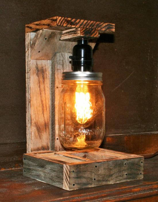 Desain lampu duduk dari pallet kontainer