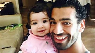 صور - سيلفي النجم المصري محمد صلاح مع فتاة علي الشاطئ تثير دهشة علي مواقع التواصل