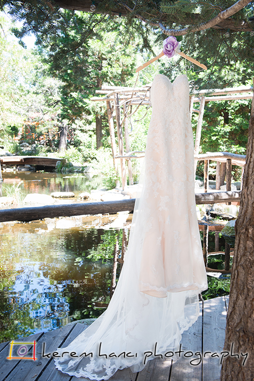 The beautiful Pine Rose Cabins provide the perfect backdrop for the detail photographs of this wedding