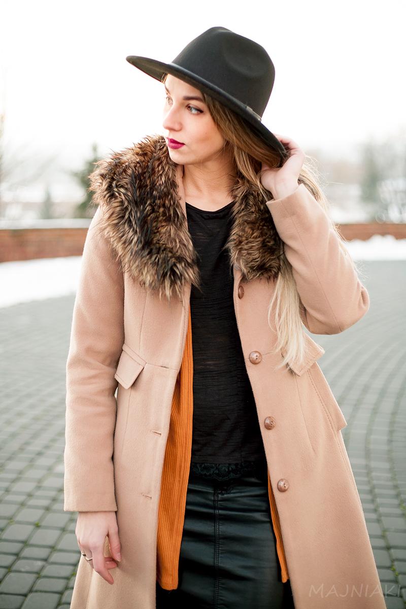 Faux fur collar coat in beige
