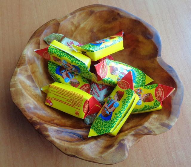 деревянная конфетница