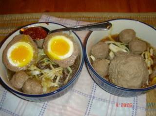 Makanan Khas Indonesia Bakso telur setengah matang