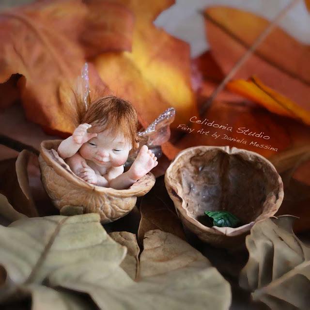 Elfo nella Noce, Mini Scultura di Daniela Messina