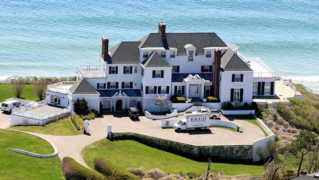 See 8 luxurious houses of the richest stars