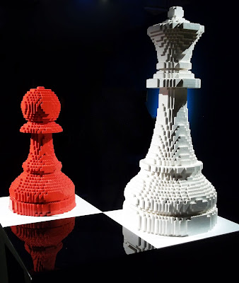 The Art of the Brick par Nathan Sawaya Queen & pawn