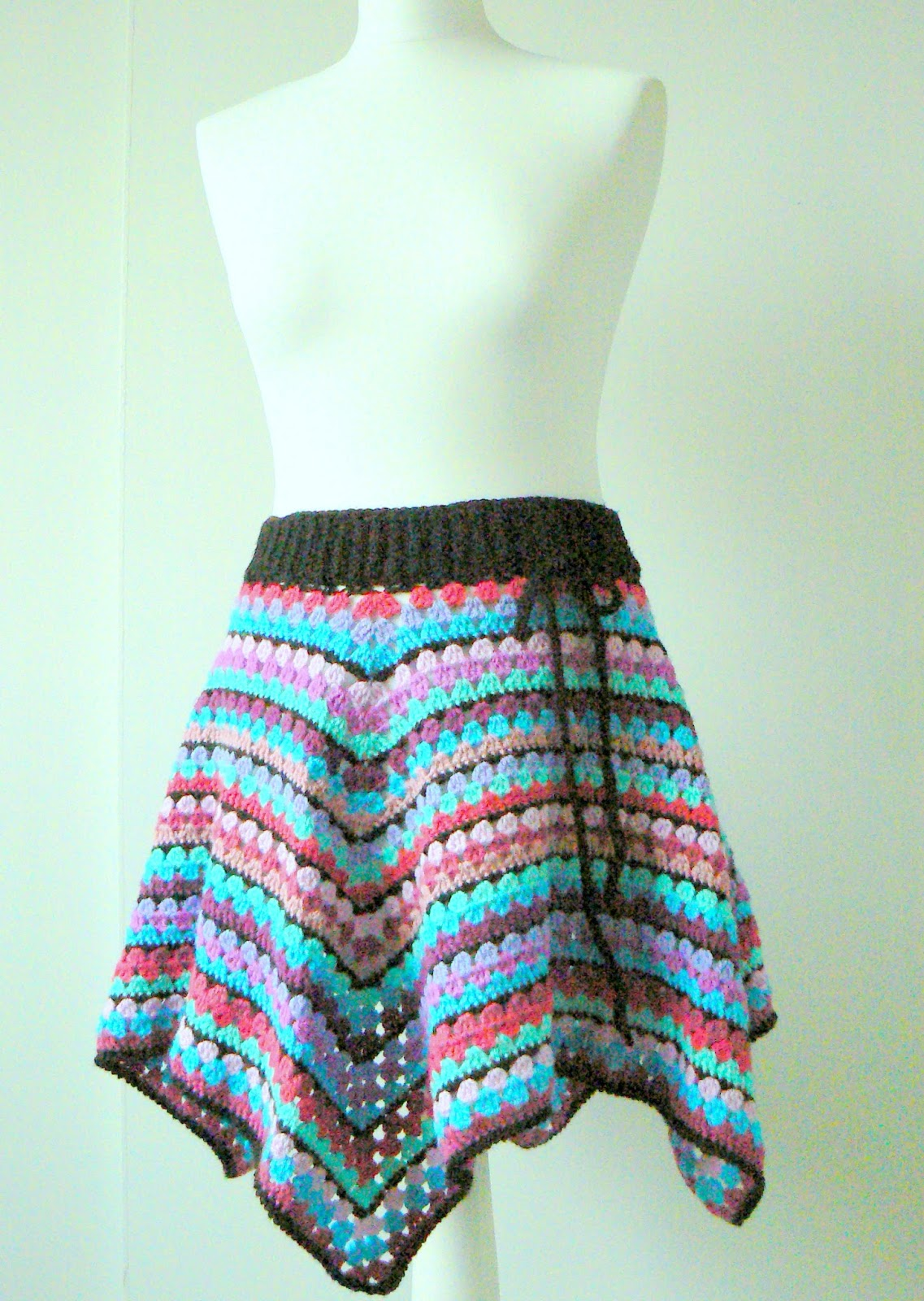 Zig zag crochet skirt free pattern ⋆ Crochet Kingdom | 1600x1137