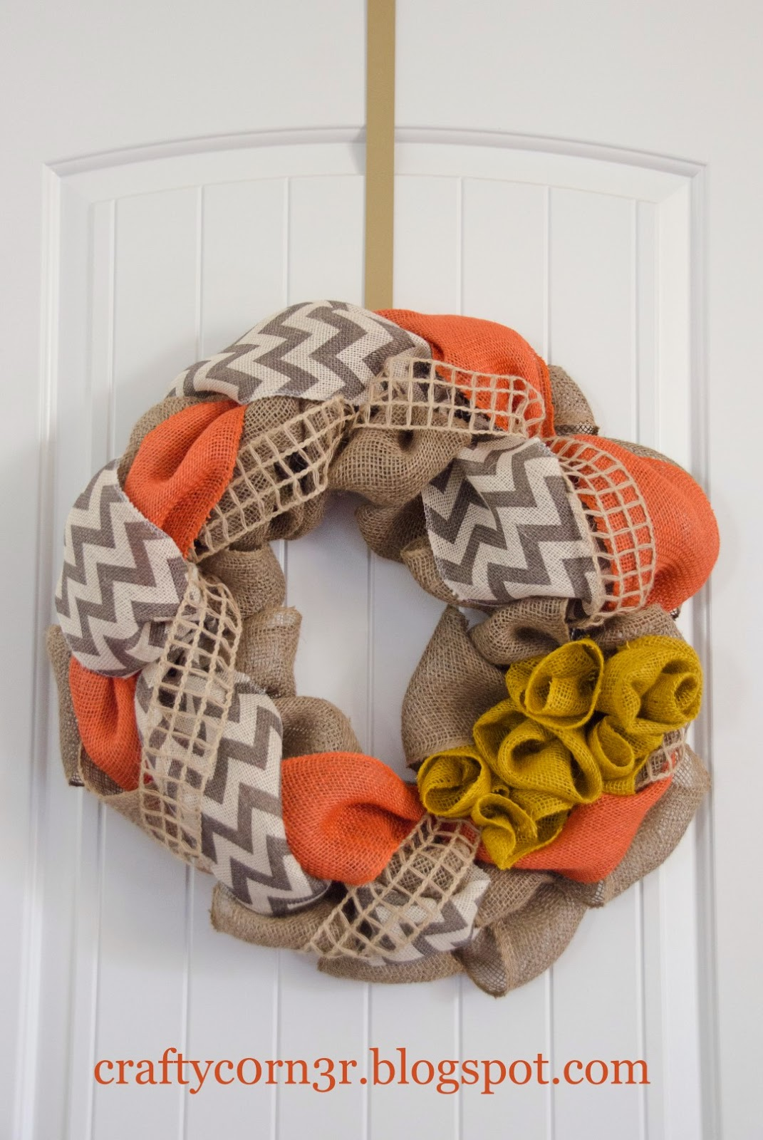http://craftyc0rn3r.blogspot.com/2014/11/how-to-make-burlap-wreath.html