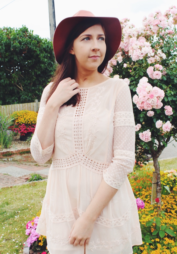 topshop, primark, wiw, whatimwearing, asseenonme, ootd, outfitoftheday, lotd, lookoftheday, fbloggers, fblogger, asseenonme, prettyinpink, topshopsale, lacedress, summer, fashionpost, fashionbloggers, fashionblogger