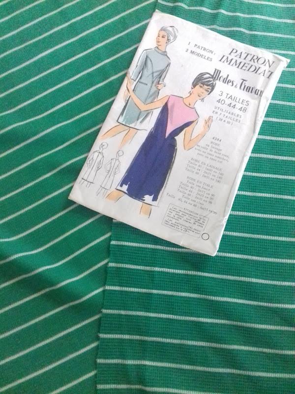 robe patron Modes et Travaux 4384 des années 60  tissu trouvé à la dernière brocante