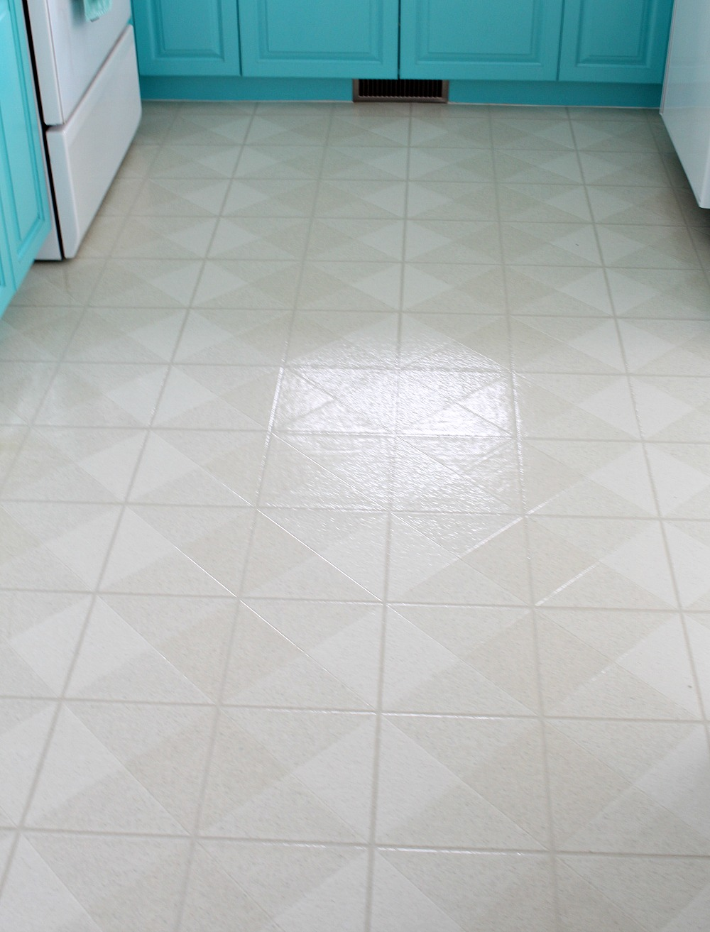 Painted floor tiles the suitable home design for Painting vinyl floor tile