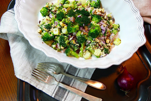 Broccoli, Quinoa, Cashews und Cranberries alle Zutaten für unseren Salat.