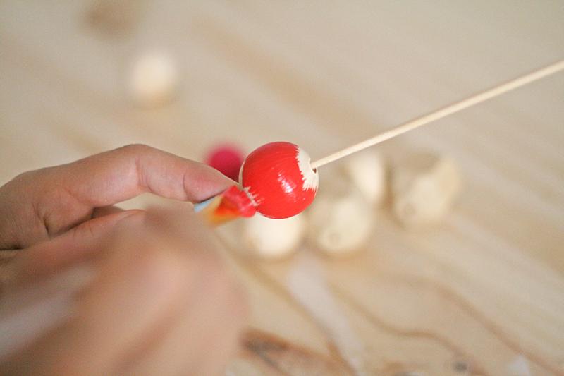 Hazlo tú mismo - Collar con bolas de madera de colores