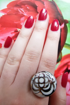 red nailpolish, enamel, lacquer