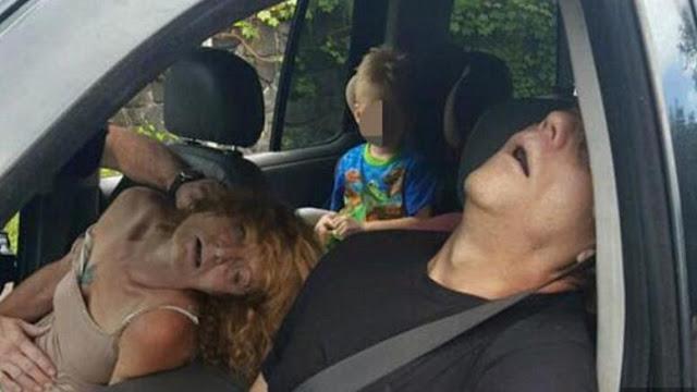 Εικόνα-σοκ:Εξαρτημένοι οδηγοί με παιδί στο πίσω κάθισμα