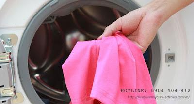Nguyên nhân và cách sửa máy giặt Electrolux vắt không khô?
