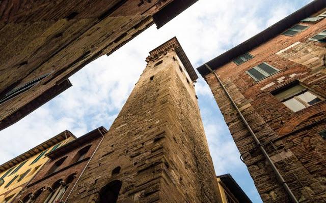 Torre delle Ore vista debaixo