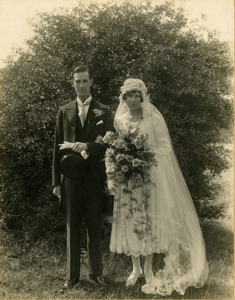 1930s Style Wedding Dresses: 50 Fascinating Vintage Wedding Photos From The Roaring 20s