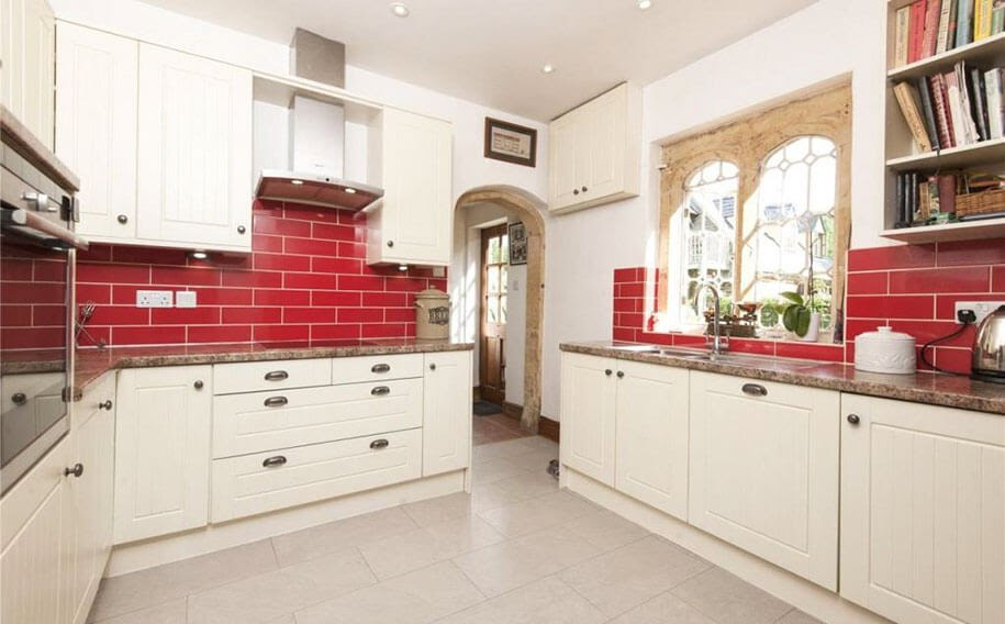 03-Kitchen-Molly-s-Lodge-the-Smallest-Castle-in-England-www-designstack-co