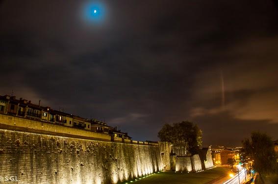 Nocturna de la muralla de Hondarribia