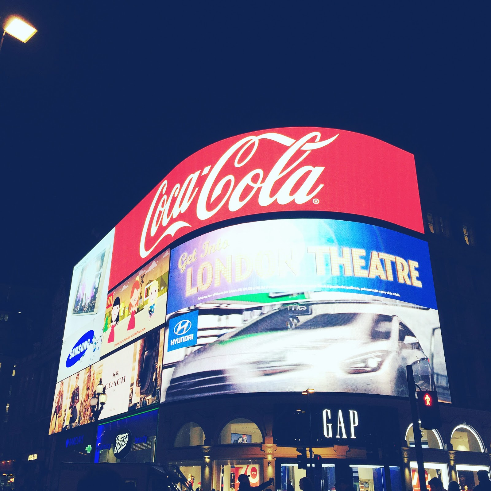 things to do in london for 2 days, piccadilly circus