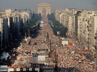 Imagen aérea del concierto de Jean-Michel Jarre en París en 1979