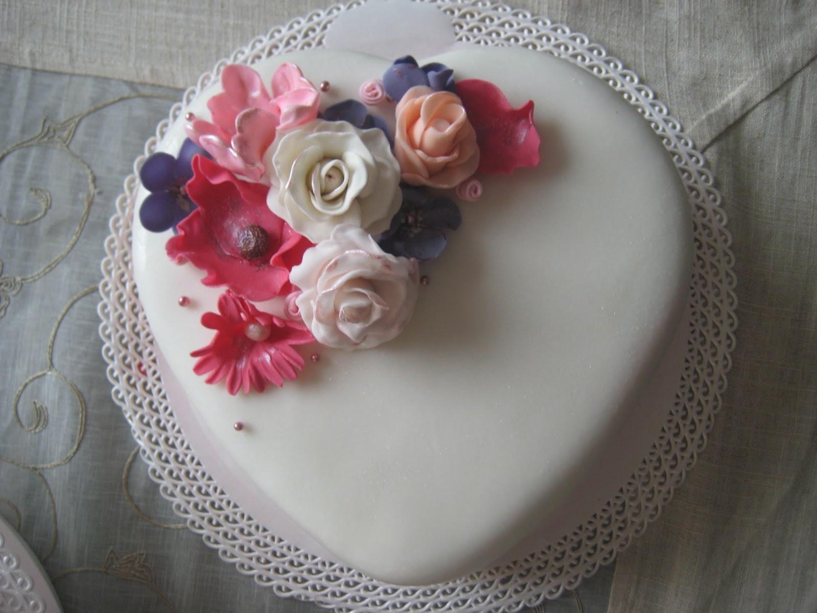 Pasteles De Boda Creativos: Pastel De Boda Fondant: Corazones Con Flores