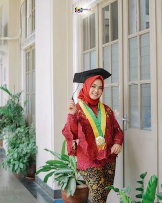 model hijab wisuda untuk wajah bulat terbaru