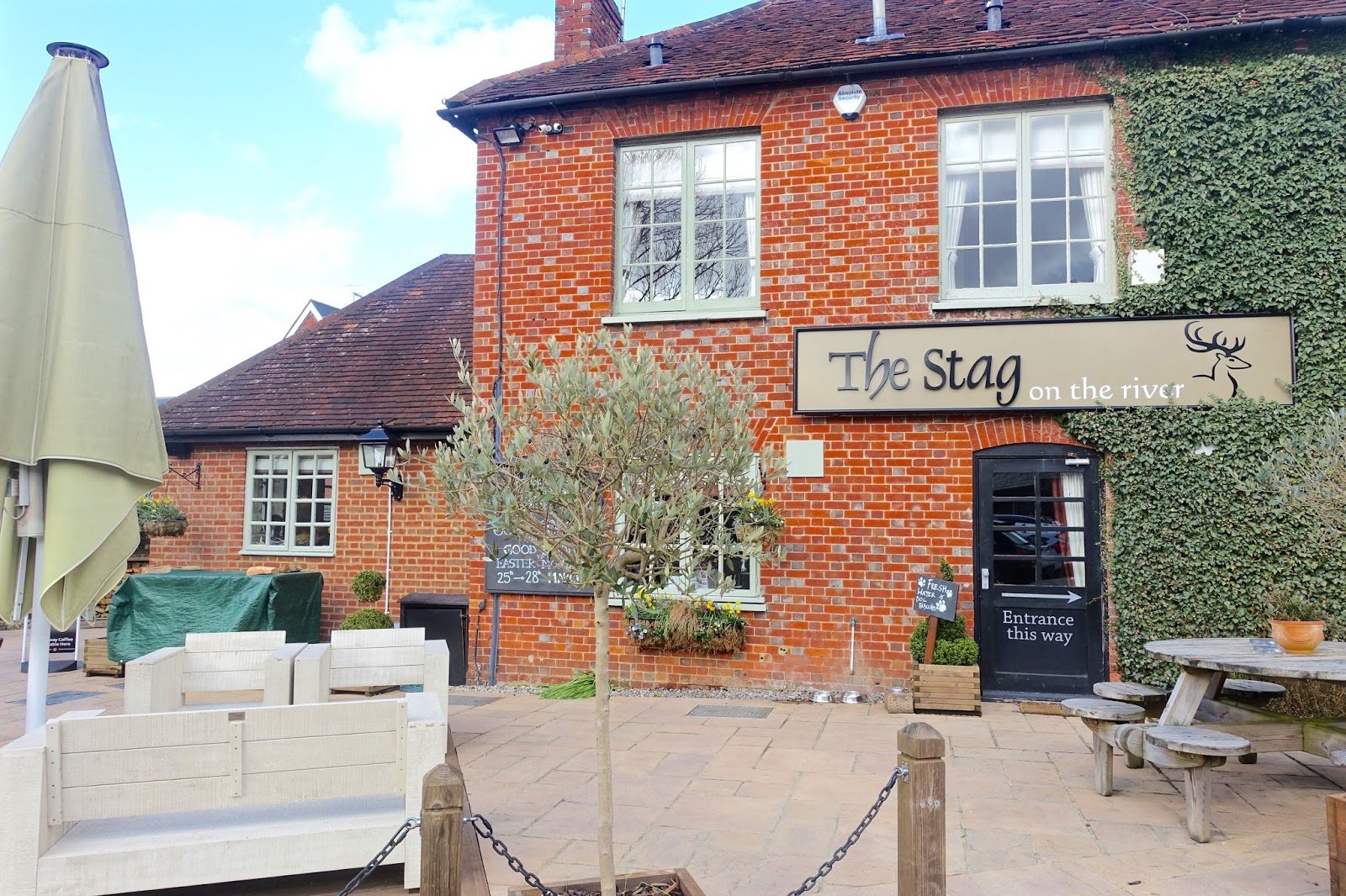 the stag on the river pub with boutique rooms